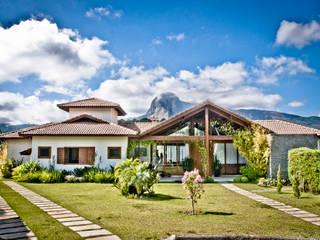 Casa na Serra . BB . Pedra Azul - ES Casas campestres por Carlos Eduardo de Lacerda Arquitetura e Planejamento Campestre