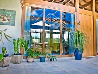 Carlos Eduardo de Lacerda Arquitetura e Planejamento Country style balcony, veranda & terrace