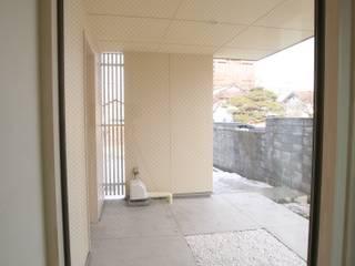 ぬりの辻の家 モダンスタイルの 玄関&廊下&階段 の 吉田設計+アトリエアジュール モダン