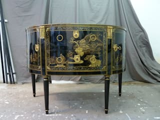 Commode demi-lune - verni Martin - XVIIIème:  de style  par Atelier Morganti