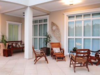 studio VIVADESIGN POR FLAVIA PORTELA ARQUITETURA + INTERIORES Balcones y terrazas de estilo rústico