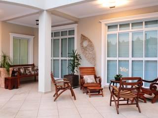 studio VIVADESIGN POR FLAVIA PORTELA ARQUITETURA + INTERIORES Balcone, Veranda & Terrazza in stile rustico