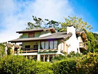 Carlos Eduardo de Lacerda Arquitetura e Planejamento Country style houses Green