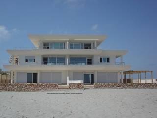 23,24 Casas de estilo mediterráneo de Arquitectura Mediterránea. Mediterranean Passivhaus Concept. 653773806 . Mediterráneo