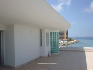 23,24 Balcones y terrazas de estilo mediterráneo de Arquitectura Mediterránea. Mediterranean Passivhaus Concept. 653773806 . Mediterráneo