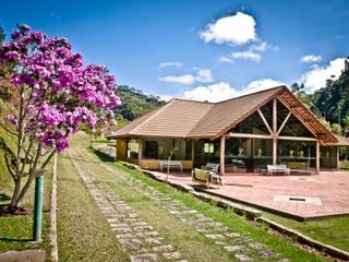 Condomínio Villaggio Verdi Casas campestres por Carlos Eduardo de Lacerda Arquitetura e Planejamento Campestre
