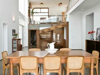 Modern dining room by Flavio Vila Nova Arquitetura Modern