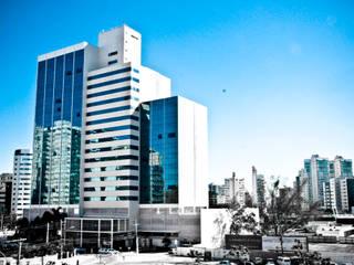 Ed. Enseada Trade Center - Construtora Lorenge Edifícios comerciais modernos por Carlos Eduardo de Lacerda Arquitetura e Planejamento Moderno