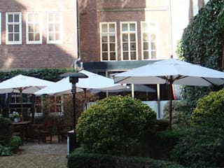 Hoteles de estilo moderno de Paul Marie Creation Garden Design & Swimmingpools Moderno
