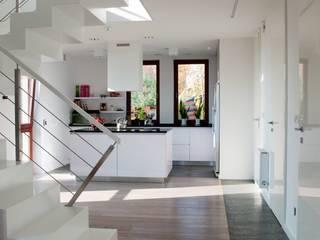 Dom pod Krakowem w Masłomiącej: styl , w kategorii  zaprojektowany przez Tylko Wnętrze Pracownia Projektowa