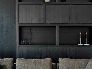 Jolanda Knook interieurvormgeving غرفة المعيشةخزانات و أدراج جانبية خشب نقي Black