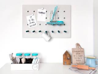 Das ultimative must-have Home DIY: multitasking Board: moderne Küche von miss-red-fox.de