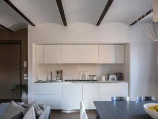 open space zona living: Cucina in stile in stile Moderno di Studio Perini Architetture