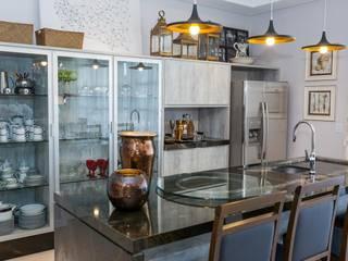 Cocinas de estilo ecléctico por Marcelo Lopes Arquitetura