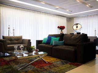 Edifício Renascença  : Salas de estar  por Carla Almeida Arquitetura,Clássico
