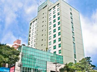 Four Tower Hotel - Quintela Torres Construtora e Incorporadora Hotéis modernos por Carlos Eduardo de Lacerda Arquitetura e Planejamento Moderno