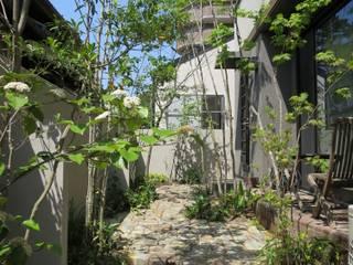 古レンガとアイアンと植物たち : ATRIUM GARDENが手掛けた庭です。,和風