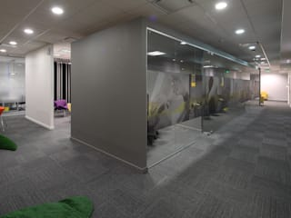 Salas de reunion exentas: Oficinas y Tiendas de estilo  por Intro Arquitectura