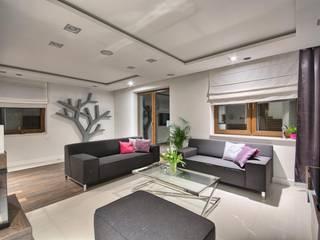 Dom z pasją: styl , w kategorii Salon zaprojektowany przez INVESTMEANS Dariusz Nalepka
