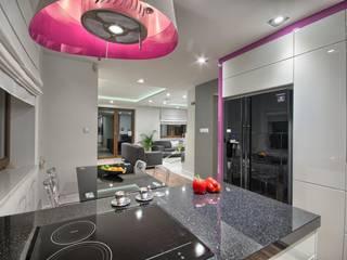 Dom z pasją: styl , w kategorii Kuchnia zaprojektowany przez INVESTMEANS Dariusz Nalepka