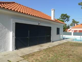 House - Carrasqueira, Sesimbra: Casas  por QFProjectbuilding, Unipessoal Lda,Moderno
