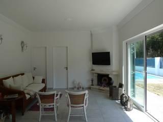 House - Carrasqueira, Sesimbra: Salas de estar  por QFProjectbuilding, Unipessoal Lda,Moderno