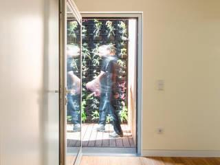 House in Ajuda: Terraços  por Studio Dois,Moderno