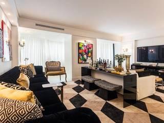 Classic style living room by Flavia Guglielmi Arquitetura Classic