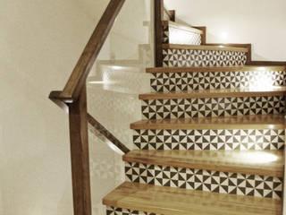 Metamorfoza schodów od BIZZON ARCHITEKTURA WNĘTRZ
