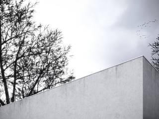 Casa Marmi - Retiro de ferias: Casas  por Varq.,Minimalista