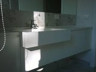 Realizzazioni Modern bathroom by Falegnameria Chiatti Modern