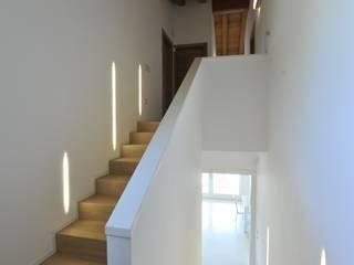 Architetti Baggio Classic style corridor, hallway and stairs