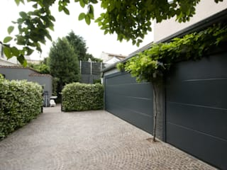 Garage/shed by SDC-Milano, Modern