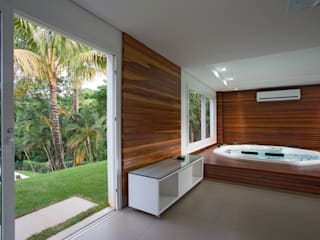 Cabral Arquitetura Ltda. Tropical style spa Wood