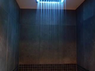 現代浴室設計點子、靈感&圖片 根據 Atelier JP Bouvee 現代風