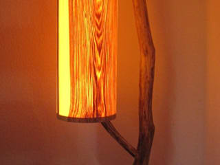 Stehleuchte, Designerleuchte, Lampe aus Treibholz und Esche von Alpenlandkunst Ausgefallen