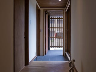 Eclectic style corridor, hallway & stairs by ATELIER N Eclectic