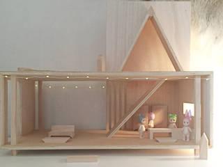 Maison de poupée:  de style  par SLOWOOD / MOUVANCE DESIGN