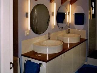 Baños: Baños de estilo  de CYR