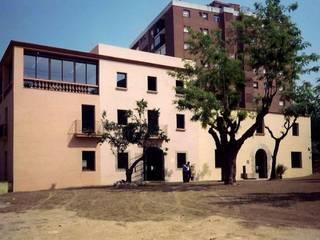 FACHADAS: Casas de estilo  de CYR