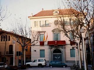 FACHADAS Casas de estilo clásico de CYR Clásico