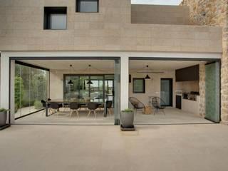 Villa en Sa Cabaneta: Casas de estilo  de Bornelo Interior Design