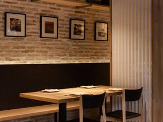 Don Jacobo La Bodega Persevera Producciones Bodegas de estilo moderno Ladrillos Acabado en madera