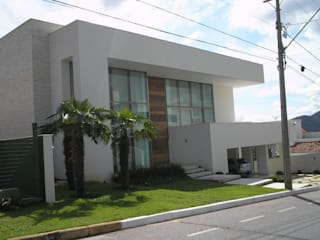 Residência Village Terrasse- Ribeiro: Casas  por Monica Guerra Arquitetura e Interiores