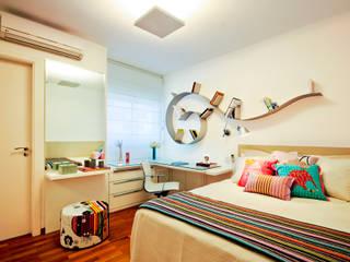 Apartamento Alto de Pinheiros: Quartos  por Alice Martins Flávio Butti,Tropical
