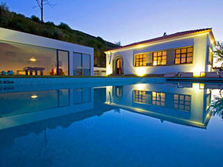 Minimalist pool by MH PROJECT Minimalist