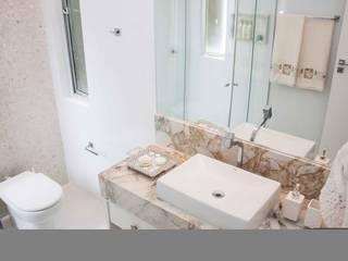 Apartamento na pituba: Banheiros  por 2nsarq,Clássico