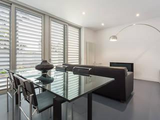 Una casa diferente Salones de estilo moderno de jk-interiores Moderno
