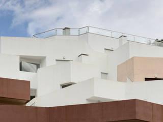 Edificio 31 viviendas - Vélez de Benaudalla: Terrazas de estilo  de Gesdipro