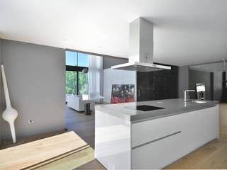 Casa prefabricada modular de hormigón Cocinas de estilo moderno de MODULAR HOME Moderno